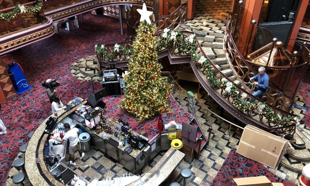 How Carnival Decorates 26 Cruise Ships For Christmas [PHOTOS]