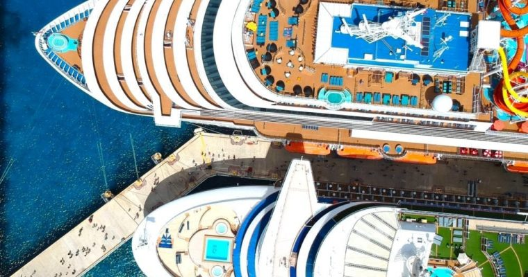 7 Reasons To Look At Carnival Corporation's Stock