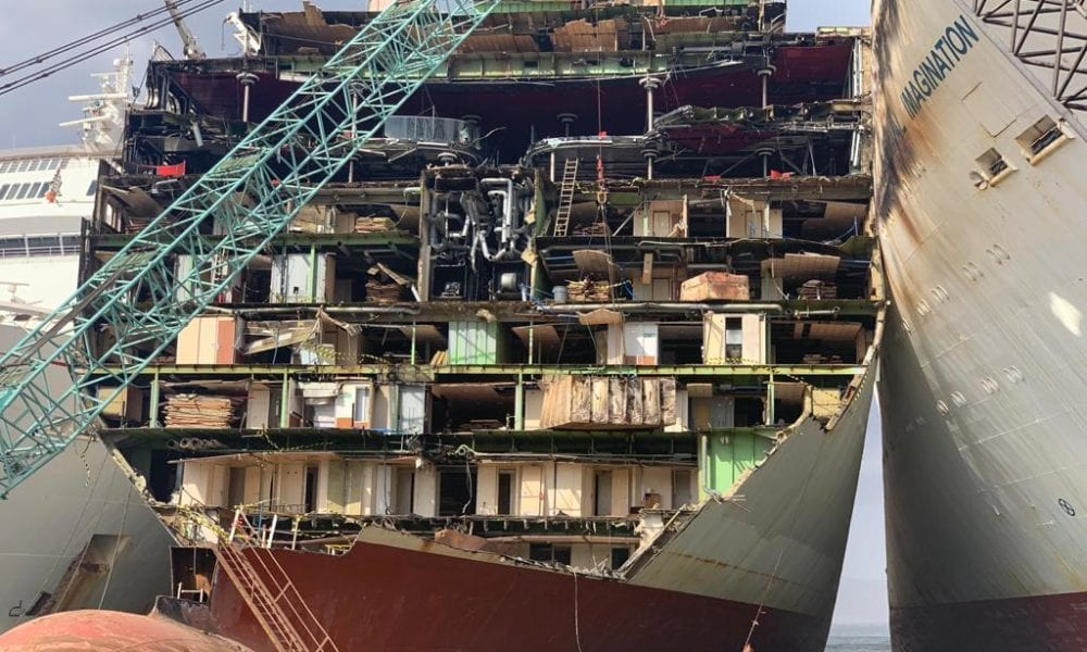 21 Haunting Images From a Cruise Ship Scrapyard [PHOTOS]